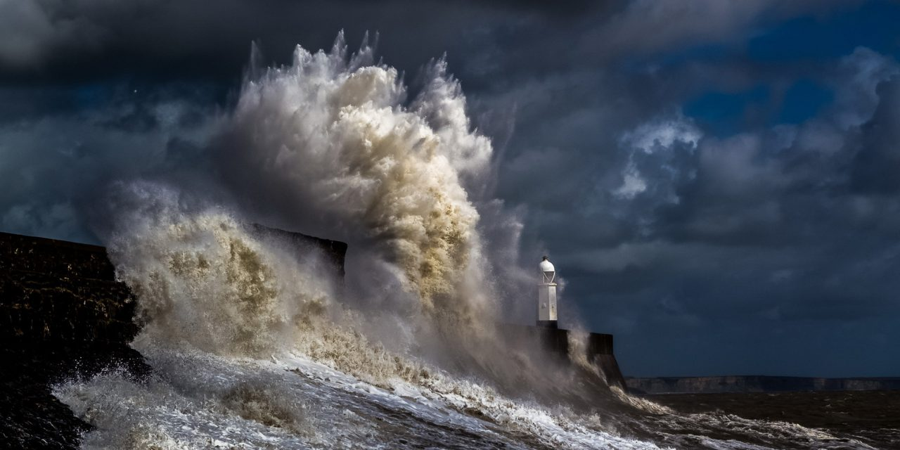 -lighthouse-in-severe-storm